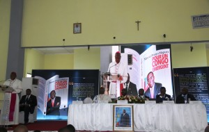 En 231 pages, le journaliste et le Premier ministre congolais discutent des enjeux de l'heure