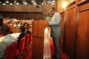 Le Sénat a clôturé lundi, au Palais du peuple, l'examen de la question orale avec débat par la réplique de son auteur, le sénateur Florentin Mokonda B